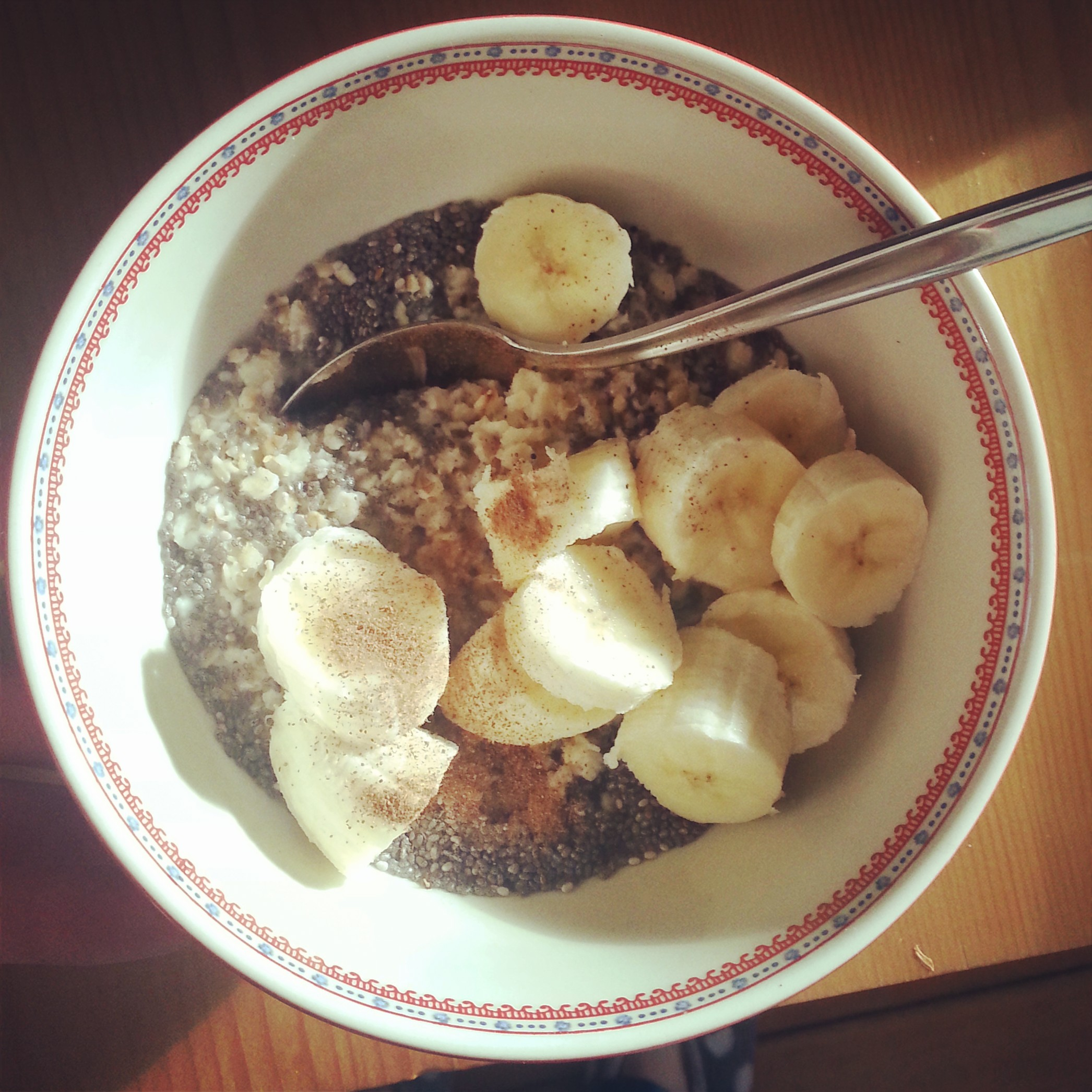 Chia seed and cinnamon oatmeal with honey and banana <3